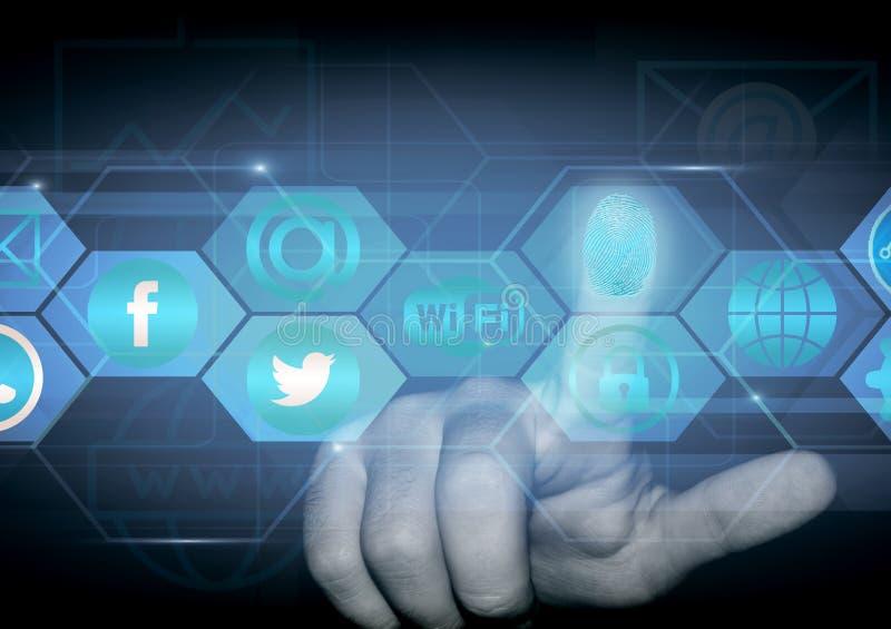 Le doigt d'une personne clique sur dessus un hologramme avec des signes des réseaux sociaux photos stock