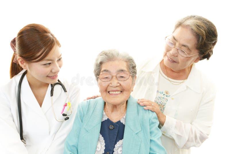 Le doktorn med höga kvinnor arkivfoton