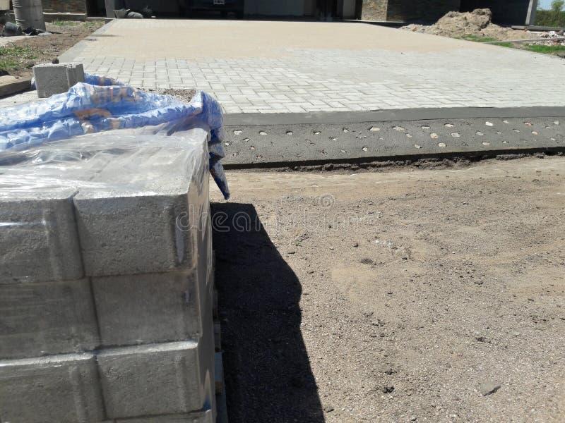 Le domaine d'activités, la pile de brique et la brique parquettent en construction photos stock
