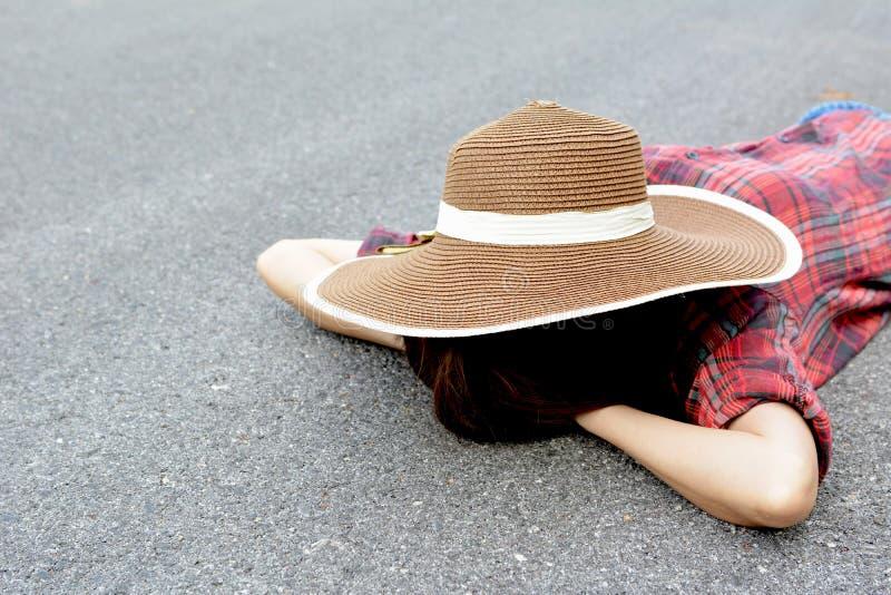 Le donne asiatiche felici con nazionale in natura, si rilassano il tempo in vacanza fotografie stock