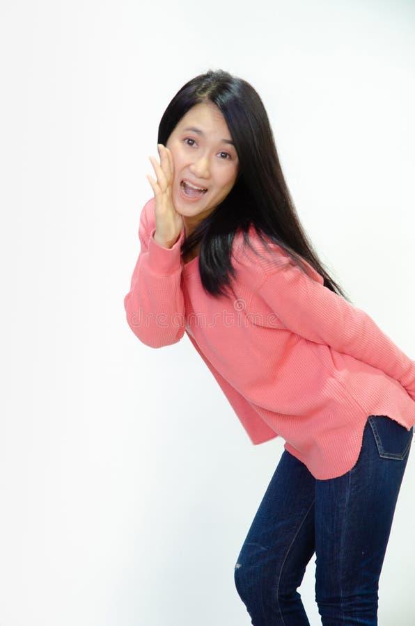 Le donne asiatiche stanno sorridendo immagine stock libera da diritti