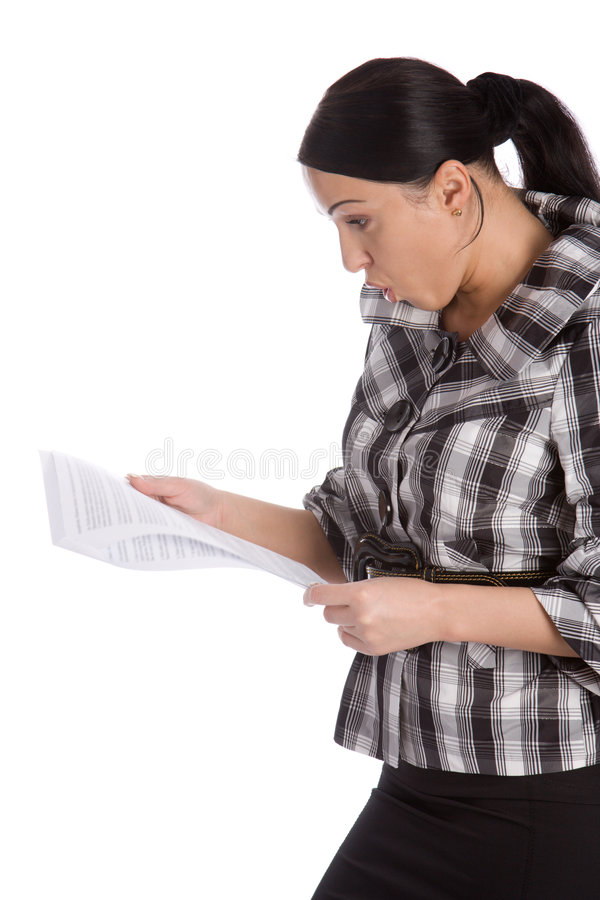Le donne di affari hanno letto il documento scosso immagini stock libere da diritti