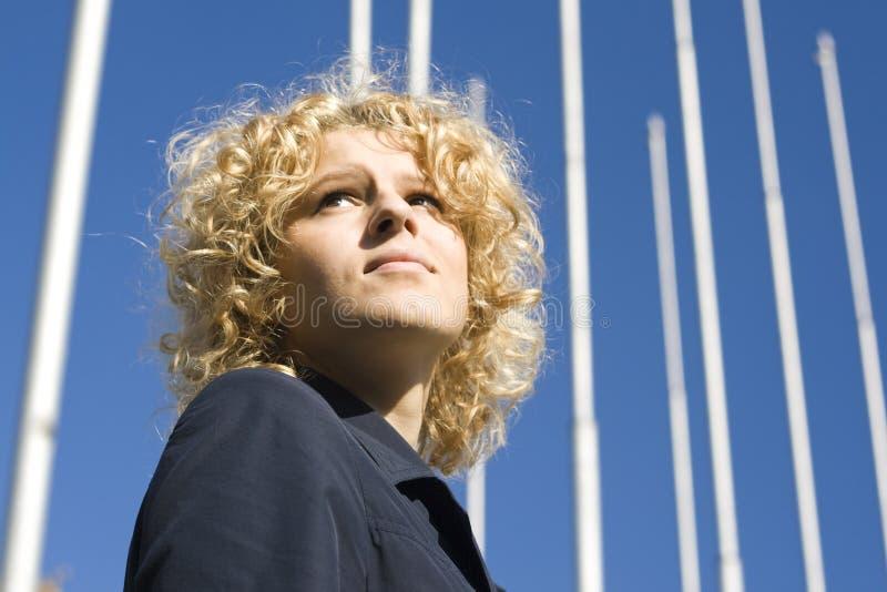 Le donne di affari osserva verso l'alto fotografie stock libere da diritti
