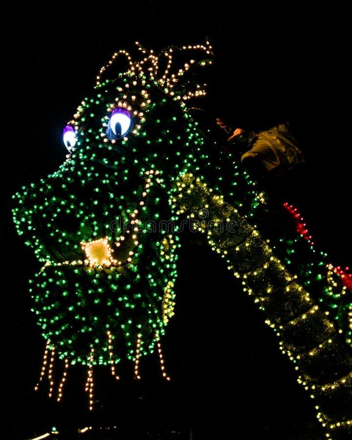 Le dragon de Peter, défilé électrique de Main Street en Walt Disney World image libre de droits