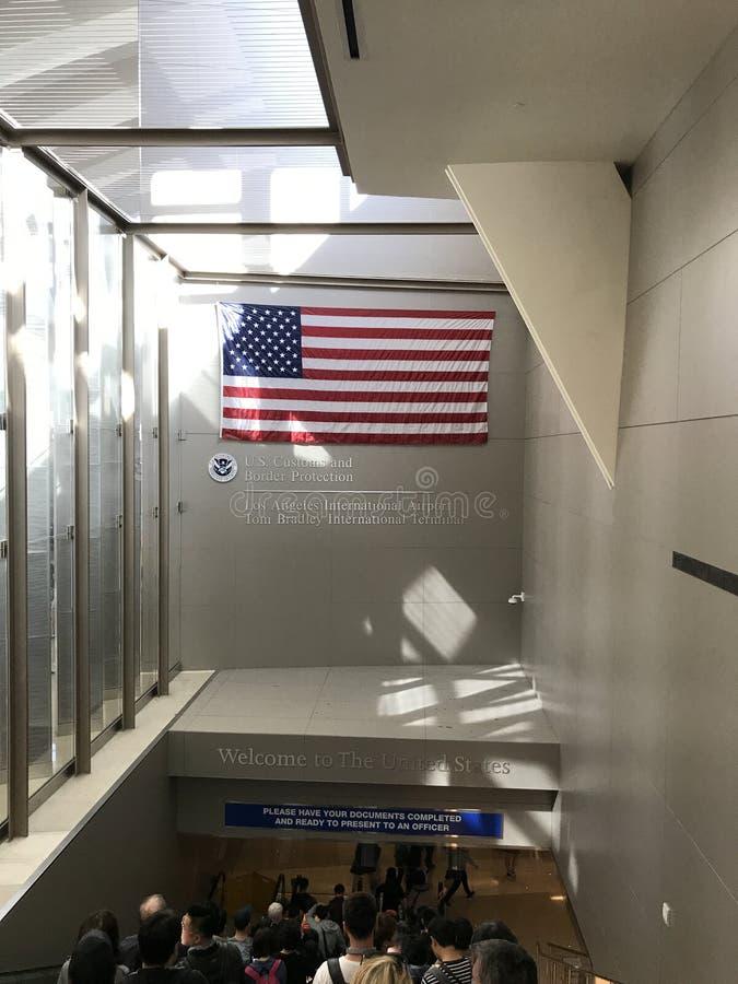 Le drapeau américain à l'aéroport de LA image stock