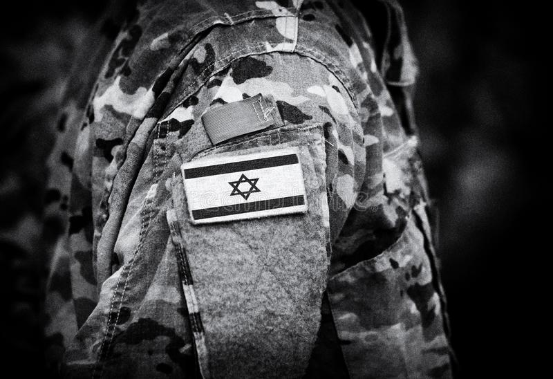Le drapeau de l'Israël sur des soldats arment le collage photo stock