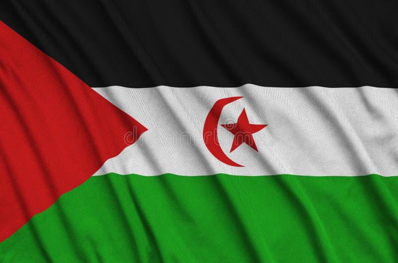 Le drapeau de la Sahara occidental est dépeint sur un tissu de tissu de sports avec beaucoup de plis Bannière d'équipe de sport illustration de vecteur