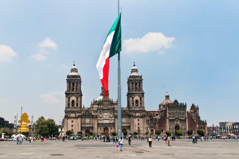 Le drapeau de Zocalo, Mexique image stock