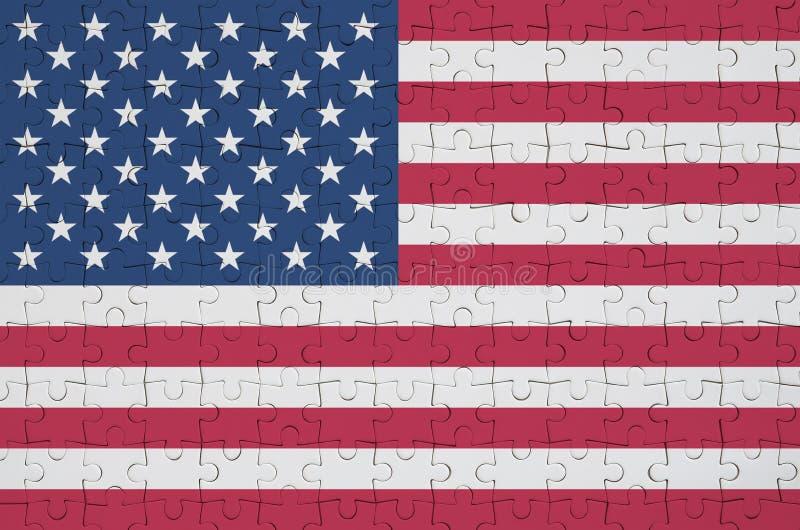 Le drapeau des Etats-Unis d'Amérique est dépeint sur un puzzle plié illustration stock