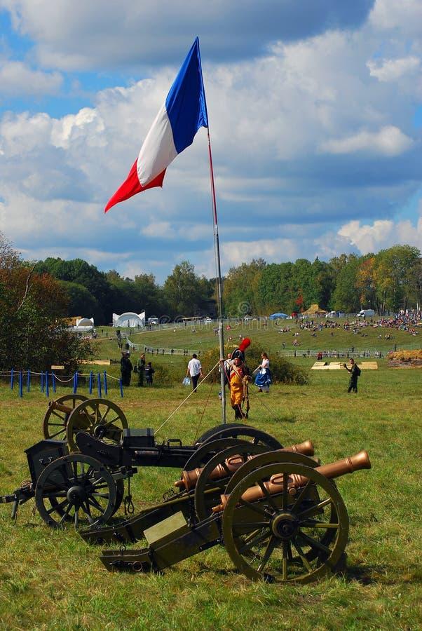 Le drapeau français ondule à un camp français images libres de droits