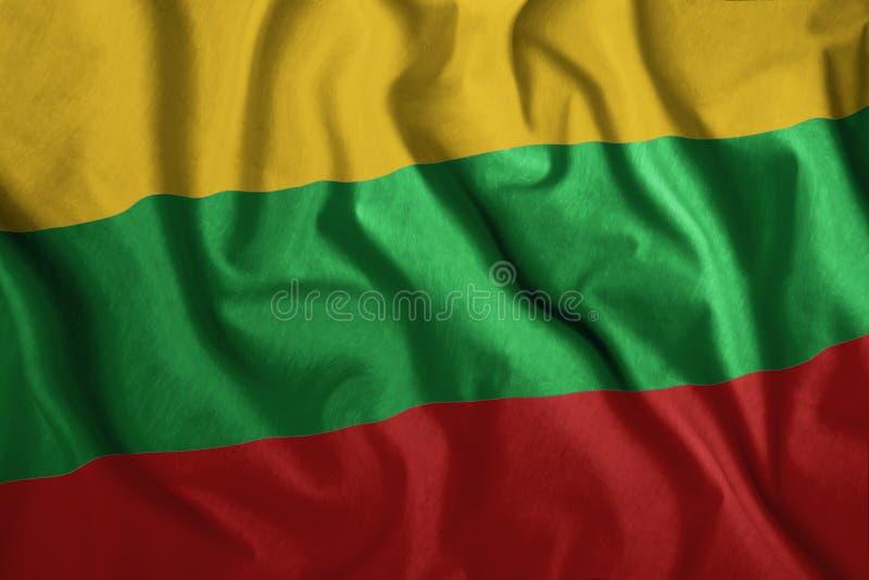 Le drapeau lituanien flotte au vent Drapeau national coloré de Lituanie Le patriotisme, symbole patriotique photographie stock libre de droits