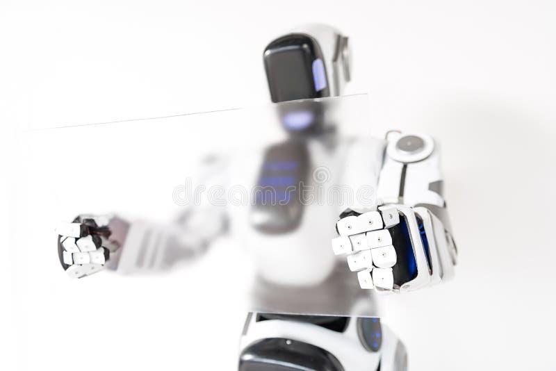 Le droid futé travaille avec la concentration photo libre de droits