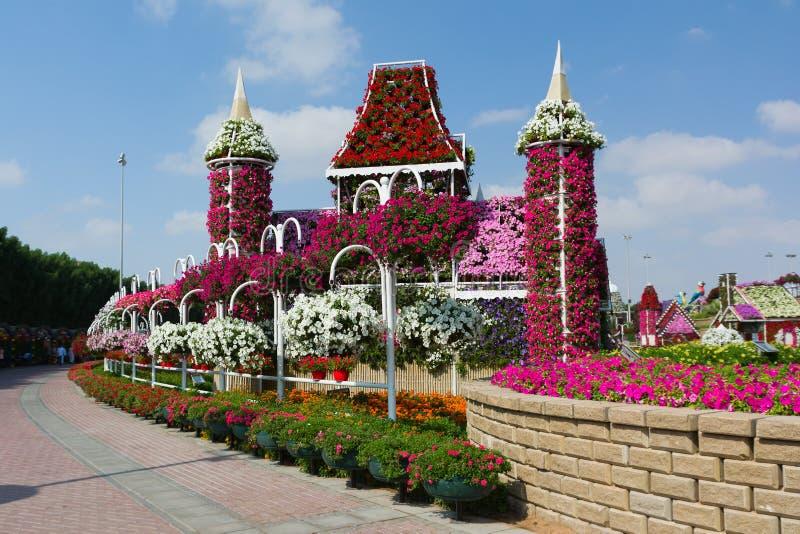 LE DUBAÏ, EMIRATS ARABES UNIS - 8 DÉCEMBRE 2016 : Le jardin de miracle de Dubaï est plus grand jardin d'agrément naturel dans le  image stock