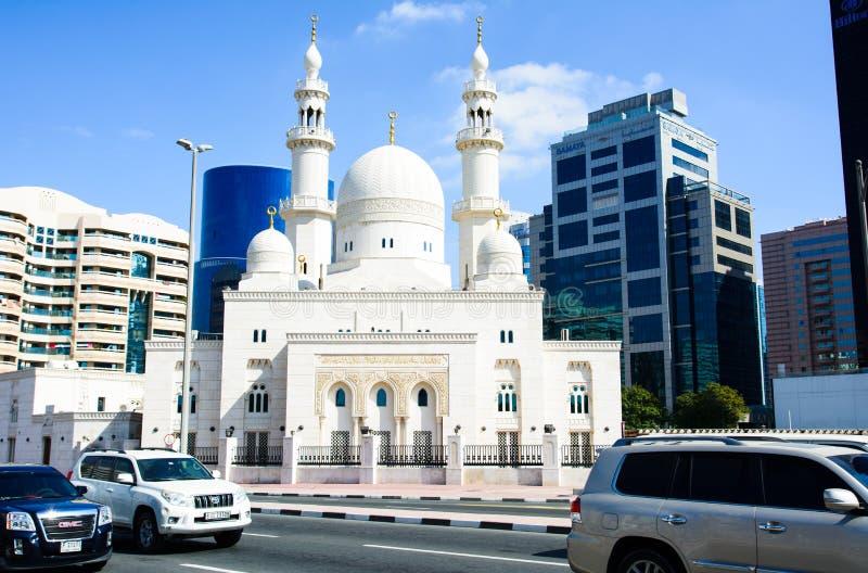 LE DUBAÏ, EMIRATS ARABES UNIS - 1ER FÉVRIER 2018 : Mosquée près de Duba photos stock