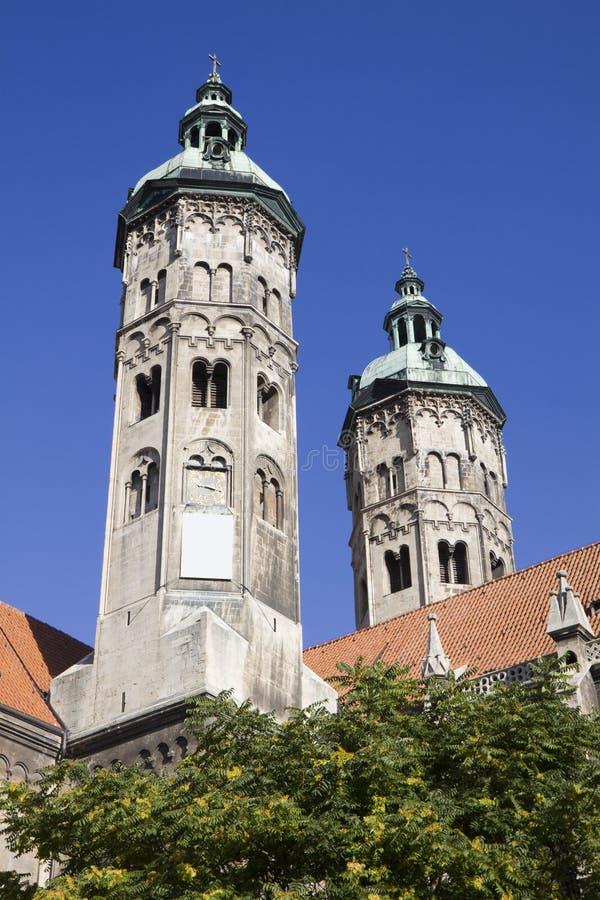Le due torri della cattedrale nella città di Naumburg, Sassonia-Anhalt, GER fotografie stock