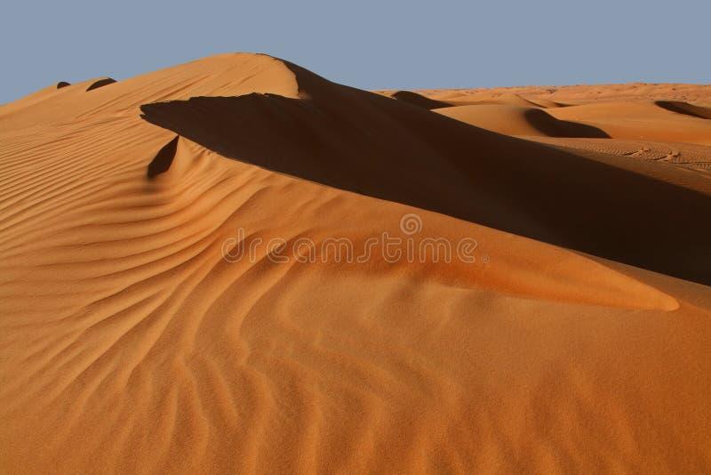Le dune di sabbia nel Wahiba smeriglia il deserto nell'Oman immagini stock libere da diritti