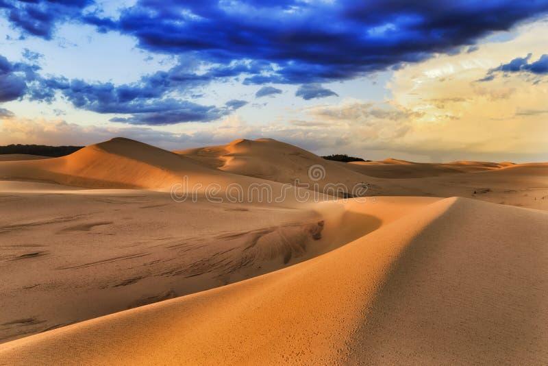 Le dune hanno messo la tempesta 2 Anna di luce solare immagini stock