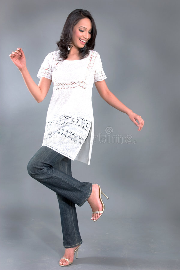 Le $$etAPP des femmes brodées indiennes image libre de droits