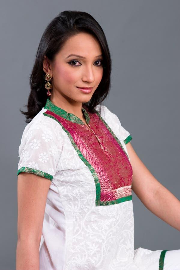Le $$etAPP des femmes brodées indiennes images stock