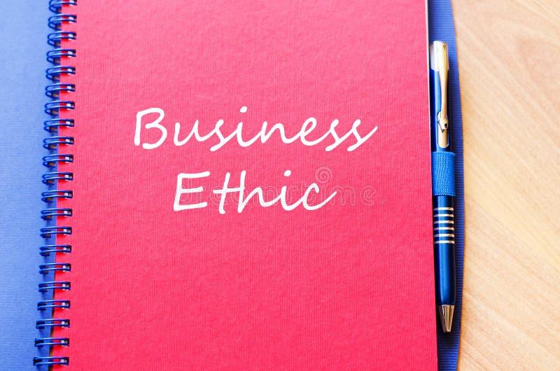 Le etiche imprenditoriali scrivono sul taccuino immagini stock