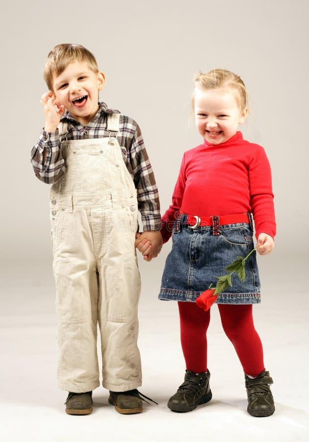 le för 3 ungar arkivfoto