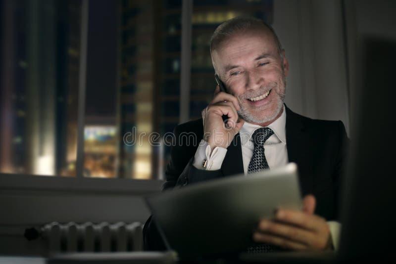 le för affärsman arkivfoto