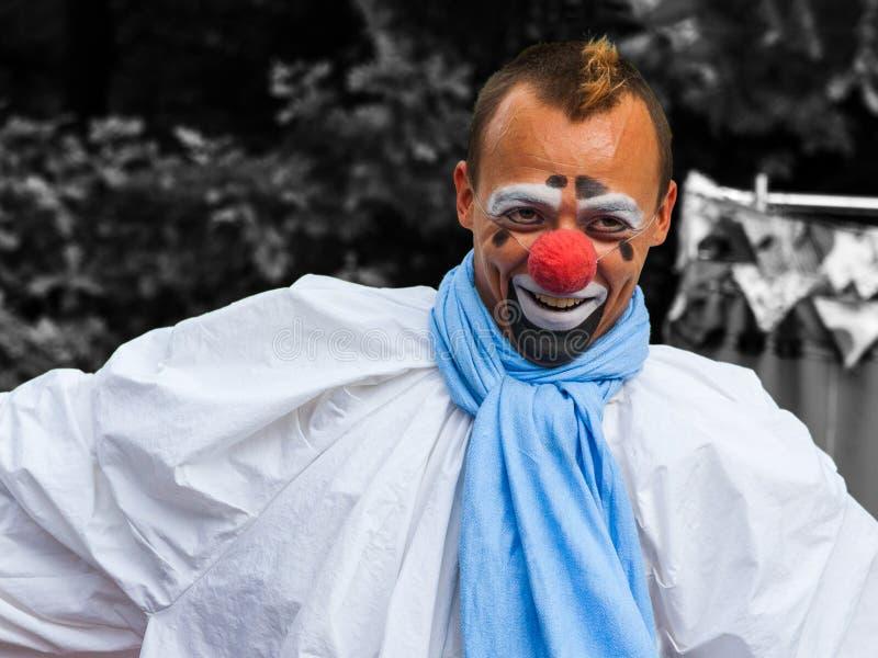 Le för clownsmink arkivbilder