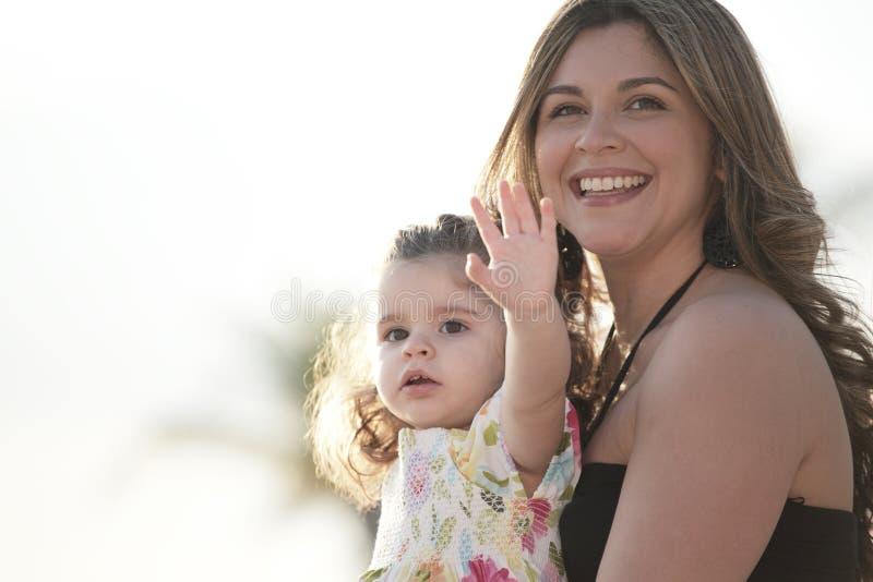 le för dottermoder arkivbilder