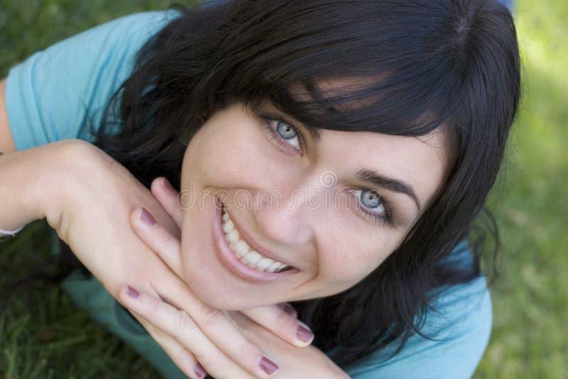 Download Le för flicka arkivfoto. Bild av tonåring, tänder, framsida - 291008