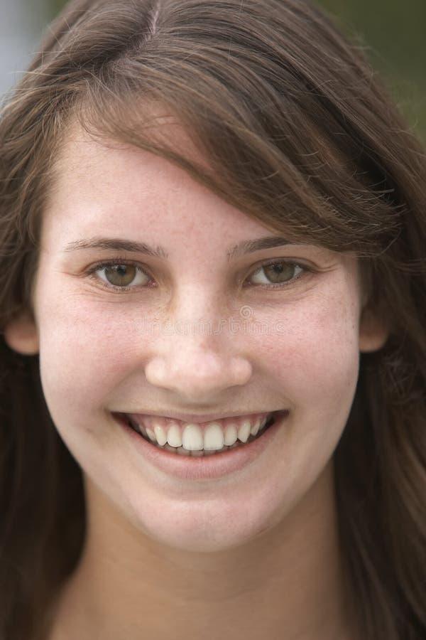 le för flickastående som är tonårs- royaltyfria foton