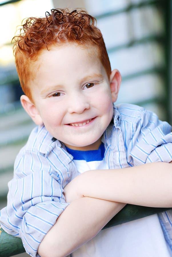 le för pojkeredhead royaltyfria foton