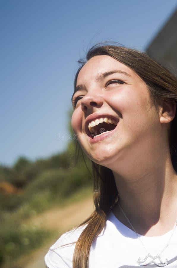 Le för ung flicka fotografering för bildbyråer