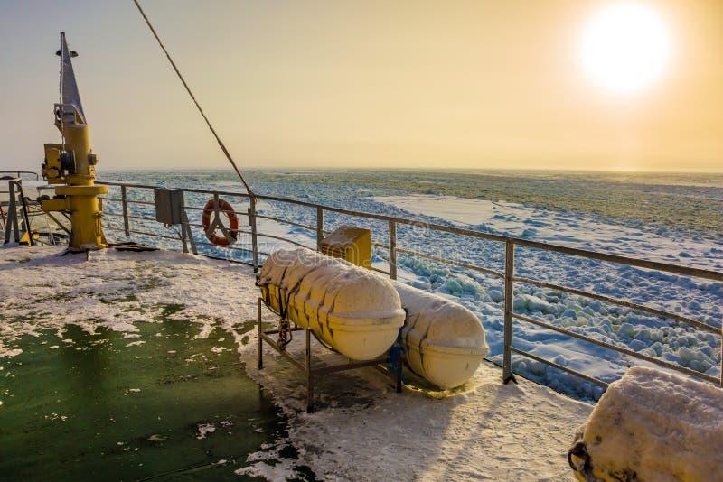Le faible soleil en Laponie photographie stock libre de droits