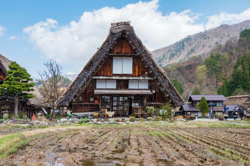 Le fattorie famose dentro Shirakawa-vanno villaggio, Giappone fotografie stock libere da diritti