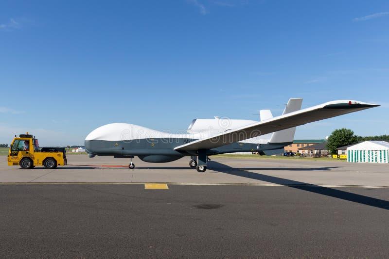 Le faucon global de Northrop Grumman RQ-4 de marine d'Etats-Unis a touché des avions de surveillance photographie stock libre de droits