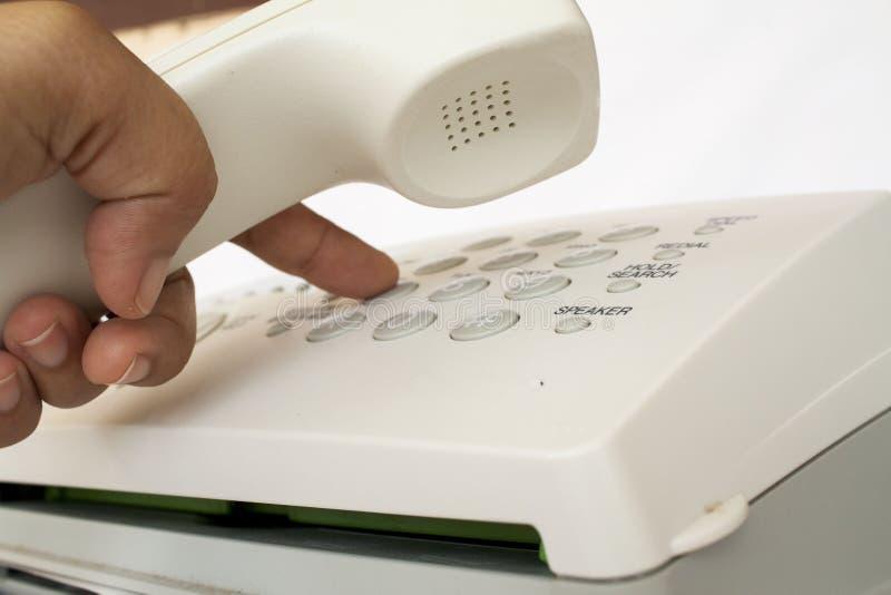Le fax d'émetteur envoient le document est équipement de bureau images libres de droits