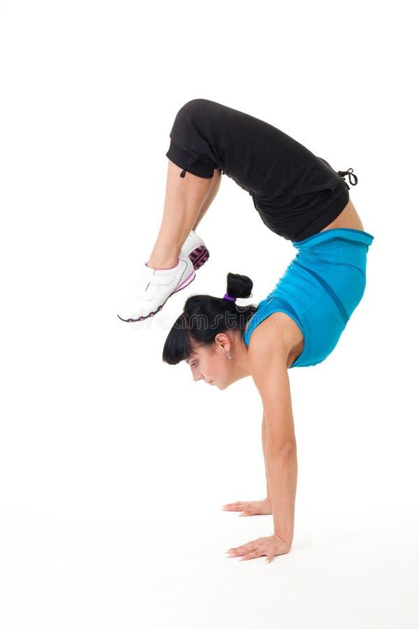 Le femme équilibrent étirer l'exercice photo stock