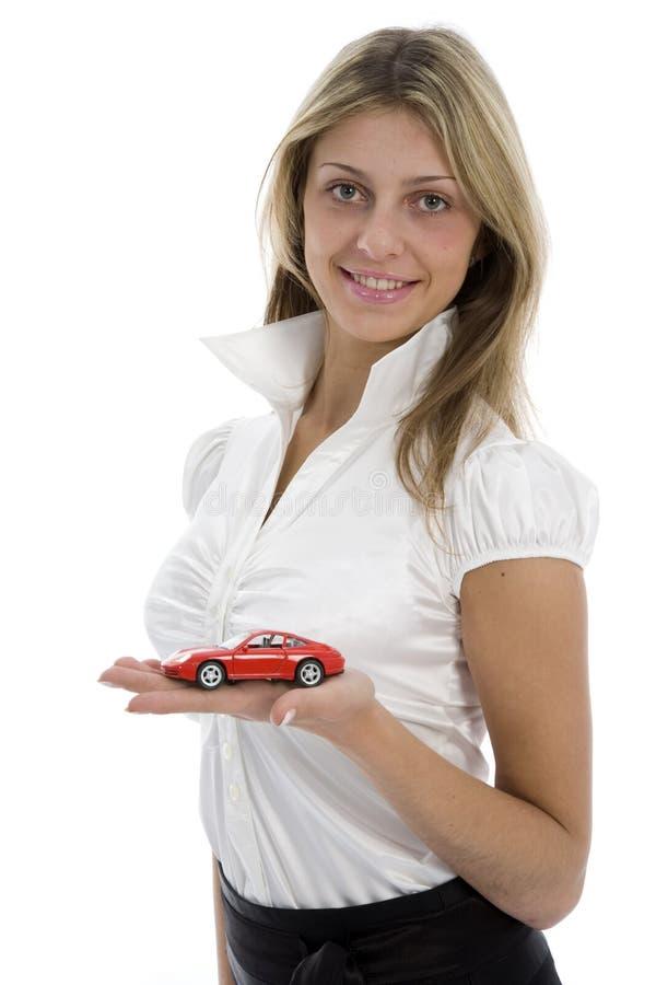 Le femme d'affaires annonce vendre les véhicules photo stock