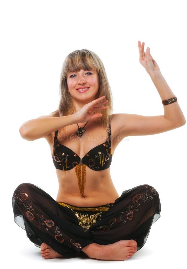 Le femme dans le procès de danse est images stock