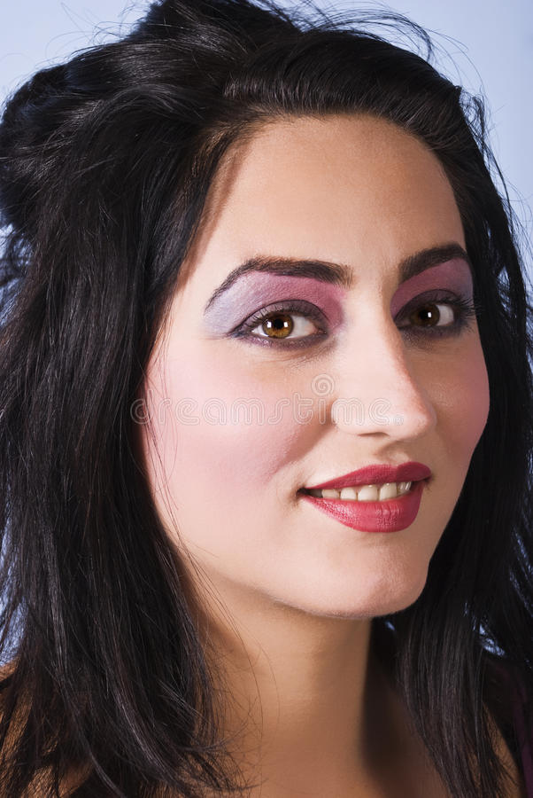 Le femme de beauté avec rose-mauve composent photo stock