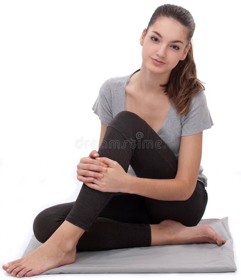 Le femme est engagé dans l'aérobic. photos stock