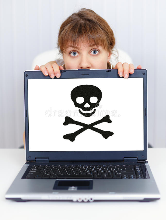 Le femme ne peut pas travailler - le problème avec le logiciel de pirate images stock