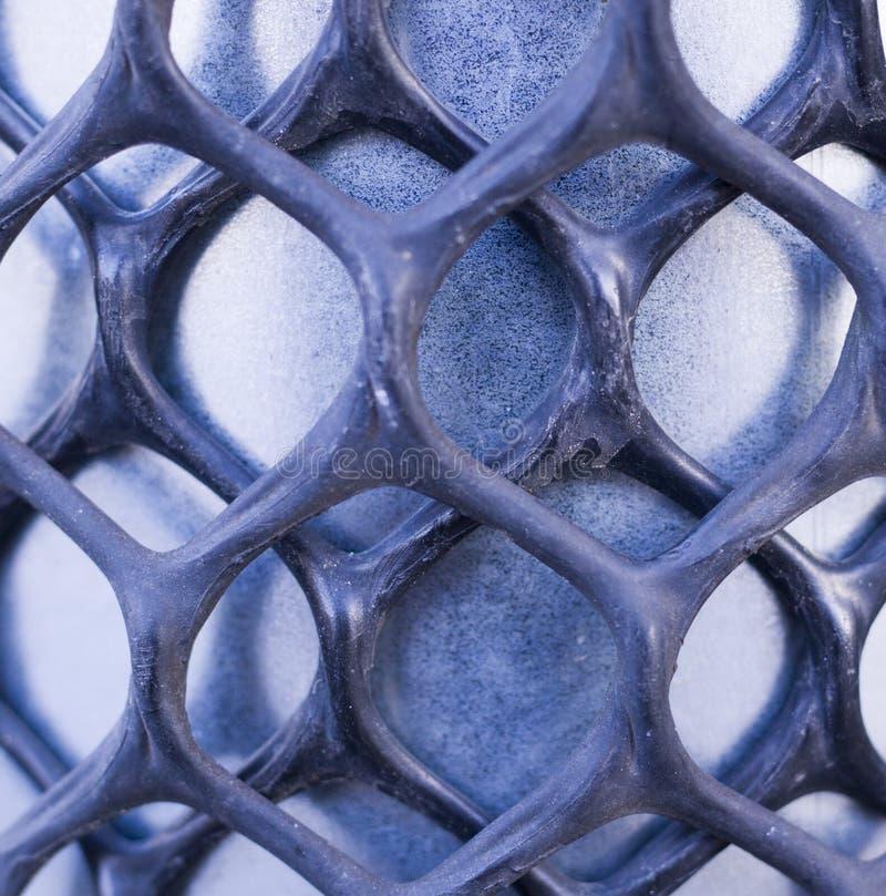 Le fer a mis en cage couvrir le filet industriel, fond photographie stock libre de droits