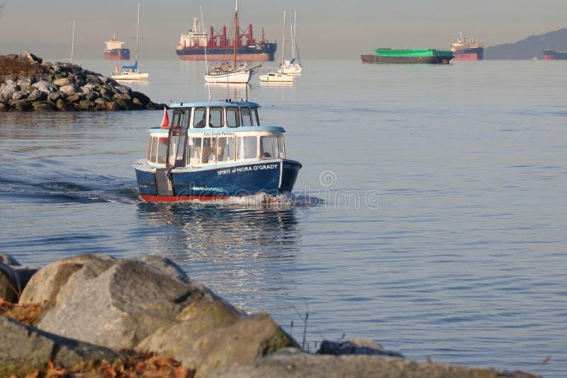 Le ferry de False Creek sur l'anglais du ` s de Vancouver aboient photos libres de droits