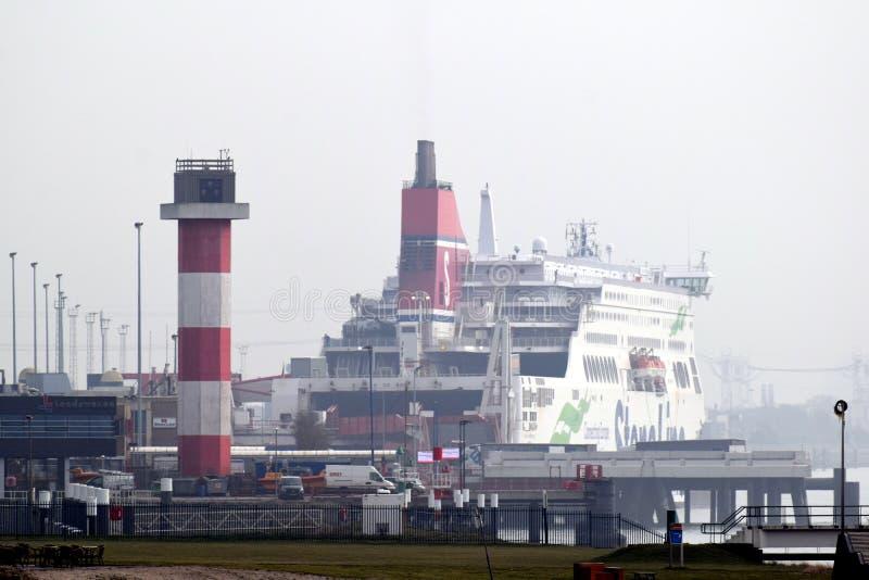 Le ferry entre le fourgon Hollande et Harwich R-U de Hoek images stock