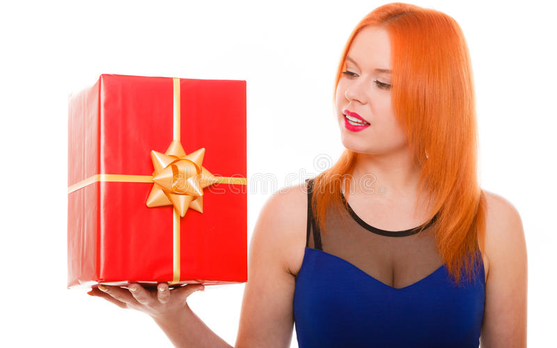 Le feste amano il concetto di felicità - ragazza con il contenitore di regalo fotografie stock libere da diritti