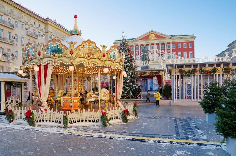 Le feste del nuovo anno e di Natale su Tverskaya quadrano a Mosca, Russia immagine stock