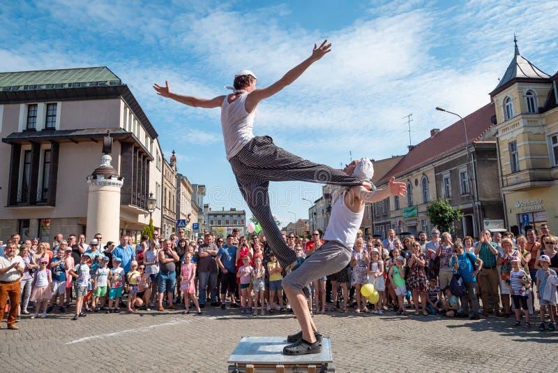 Le festival de rue d'UFO - une réunion internationale des artistes de rue, des interprètes et des statues vivantes image libre de droits