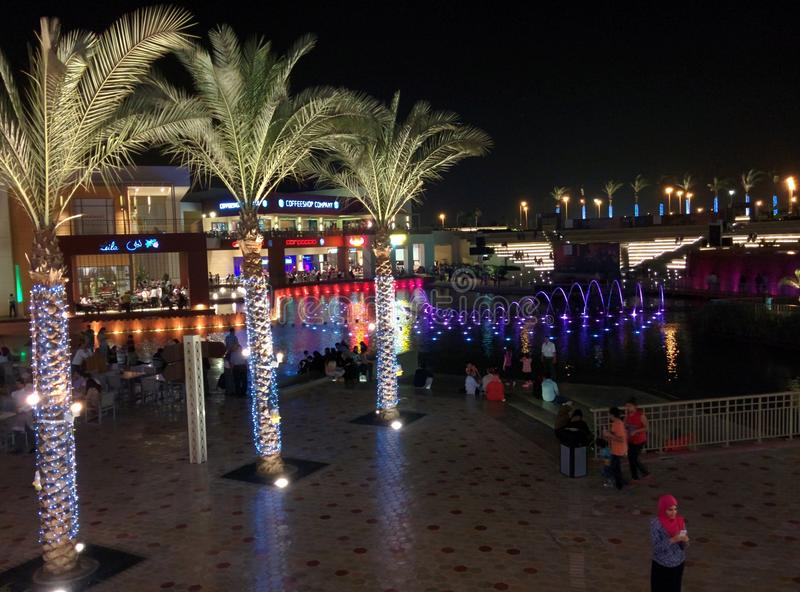 Le festival de ville du Caire s'allume au nord le Caire de tagamou de nuit photographie stock libre de droits