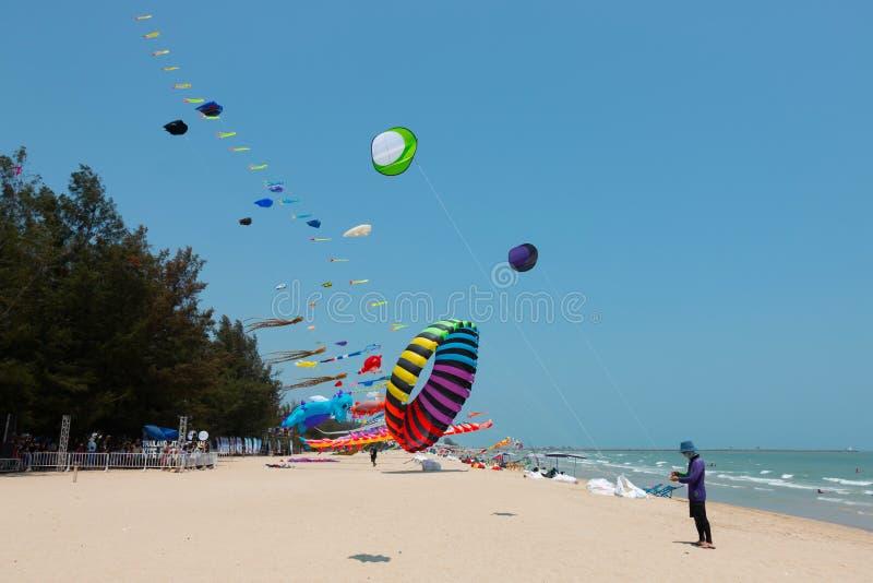 Le festival international de cerf-volant sur Cha-suis la plage 2017 chez Phetcha photo stock